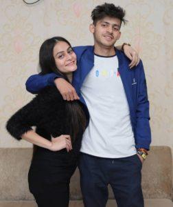 Sumit-Bhyan-with-his-girlfriend