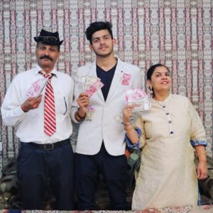 Sumit Bhyan-with-his-mom-&-dad