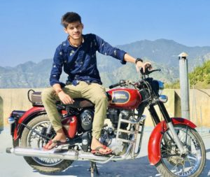 Sumit-Bhyan-with-his-motorcycle