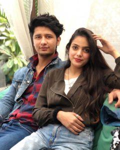 Akriti_Bajpai_with_her_boyfriend