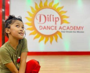 Sprihaa-Kashyap-in-her-dance-academy