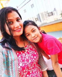 Sprihaa-Kashyap-with-her-mom