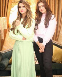 alishba anjum with her sister