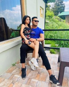 paras_thakral_with_his_wife